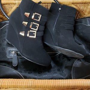 NWOT Black Wedge Booties